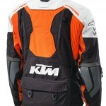 Equípate con KTM para la práctica del travel enduro.